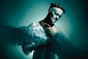 Μοντέλο με βαμπιρισμό κατακτά τον χώρο της μόδας