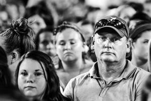 Πατεράδες συνοδεύουν τις κόρες τους σε συναυλίες