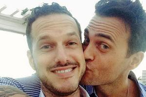 Ηθοποιός του Glee παντρεύτηκε τον σύντροφό του