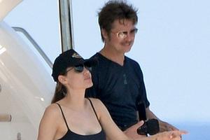 Οι πρώτες φωτογραφίες Pitt-Jolie μετά το γάμο