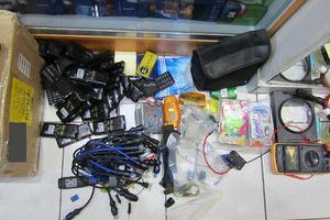 Εκατοντάδες κινητά χωρίς παραστατικά σε μαγαζί στο κέντρο της Αθήνας