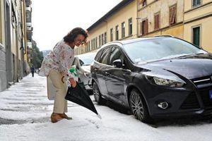 Ισχυρή νεροποντή και χαλαζόπτωση έπληξε την Φλωρεντία