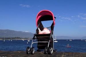 Μωρό στη... θάλασσα