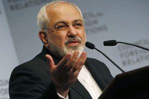 Πλήθος κόσμου υποδέχθηκε την ομάδα των Ιρανών διαπραγματευτών