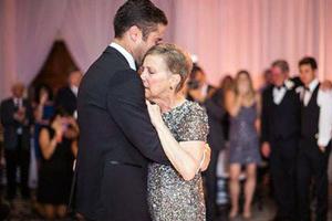 Ο τελευταίος χορός ετοιμοθάνατης μητέρας με το γιο της
