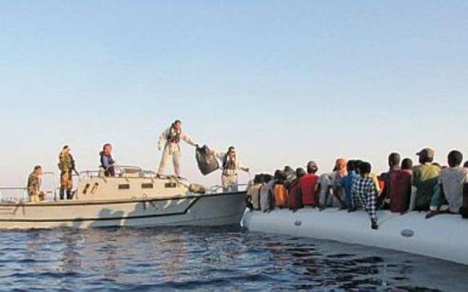 Καταγγελίες από Ιταλό εισαγγελέα για ύποπτες σχέσεις ΜΚΟ και διακινητών προσφύγων
