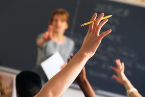 Καθηγήτρια κατηγορείται ότι έκανε σεξ με δύο ανήλικες μαθήτριές της