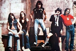 Ο κιθαρίστας των AC/DC βγαίνει στη σύνταξη