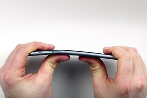 Apple: Υπερβολικά σπάνιο να λυγίσει ένα iPhone 6