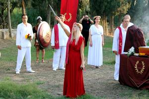 Παρακολουθώντας μια τελετή των πιστών του Δωδεκάθεου