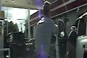 Αστυνομικός ζητά από οδηγό το δίπλωμα και τον πυροβολεί 4 φορές