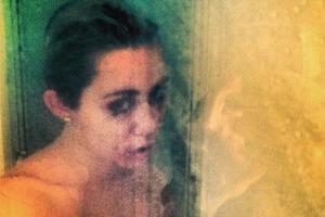 Ξανά γυμνή στο Instagram η Miley Cyrus