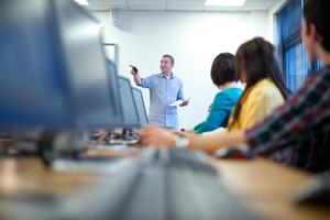 Την απόφαση του υπουργείου Παιδείας για την Πληροφορική χαιρετίζει ο ΣΕΠΕ