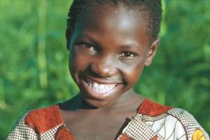 Παιδιά από τη Ζάμπια πίνουν για πρώτη φορά καθαρό νερό