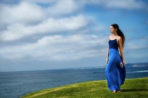 Το φόρεμα που σε βοηθά να γδυθείς χωρίς να μείνεις γυμνή!
