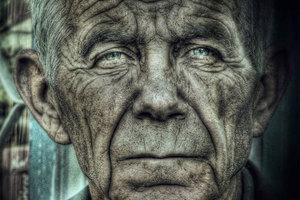 Χίος: Αναζητείται κληρονόμος για 1 εκατ. ευρώ που είχε ρακένδυτος 90χρονος