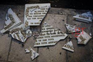Έσπασαν επιγραφή για βασανισθέντες της Χούντας