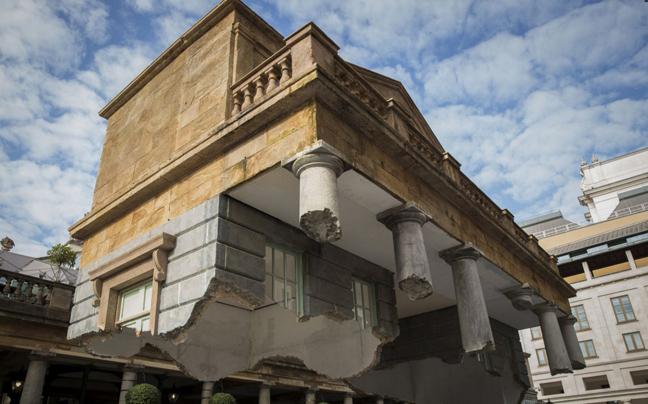 Κτίριο κομμένο στα δύο στέκεται στον... αέρα!