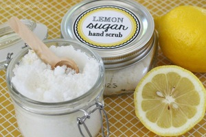 Λαμπερό δέρμα με λεμόνι και ζάχαρη