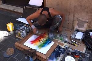 Εντυπωσιακός καλλιτέχνης στους δρόμους της Ρώμης