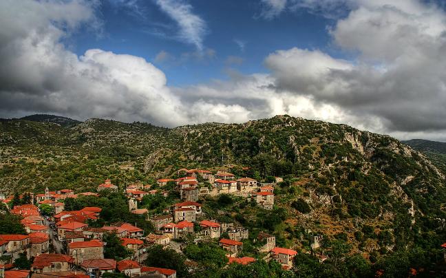 Και όμως!Αυτός ο πετρόχτιστος οικισμός δεν βρίσκεται σε κάποια επαρχία της Γαλλίας!Είναι ένα γραφικό ελληνικό χωριό γεμάτο καλντερίμια!