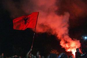 Επίθεση με πέτρες στην σερβική ποδοσφαιρική αποστολή στα Τίρανα