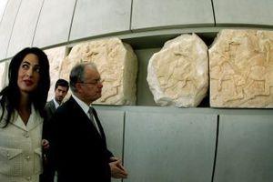 «Η διάσημη δικηγόρος Αμάλ συμβουλεύει την Ελλάδα εναντίον των Βρετανών»
