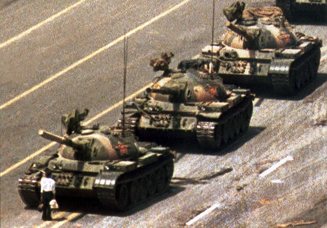Ο «Tank Man» της Πλατείας Τιενανμέν (1989)