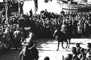 Μια… φωτογραφική παρέλαση του ΕΛΑΣ