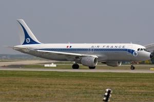 Σοβαρή ζημιά σε κινητήρα αεροσκάφους της Air France πάνω από τον Ατλαντικό
