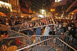 Οι διαδηλωτές αποχωρούν από τις καταλήψεις στο Χονγκ Κονγκ