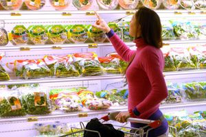Η Μόσχα επεκτείνει το εμπάργκο στα ευρωπαϊκά αγροτικά προϊόντα