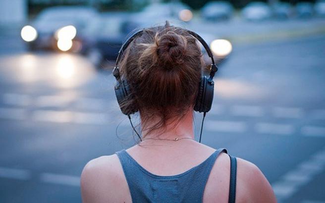 Γιατί κολλάνε στο μυαλό μας μερικά τραγούδια