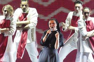 Η καλόγρια του ιταλικού «Voice» τραγουδά... «Like a Virgin»