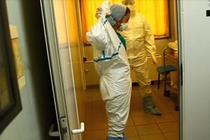 Εθελοντική, όχι υποχρεωτική η καραντίνα για τον Έμπολα