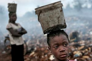 Μόλις 26 άνθρωποι έχουν όσο πλούτο έχει το 50% των φτωχών της Γης