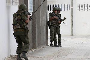 Αιματηρό επεισόδιο σε στρατόπεδο της Τύνιδας