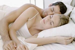 Τι φανερώνει για το γάμο σας ο τρόπος που κοιμάστε