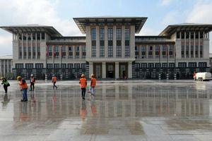 Ο Ερντογάν εγκαινίασε το νέο και αμφιλεγόμενο «λευκό παλάτι» του
