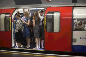 Δείτε πόσο βρώμικο είναι το μετρό
