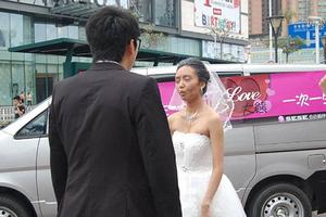 Η νύφη ντύθηκε… 70χρονη και κατέληξε να κλαίει