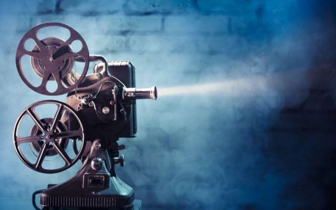 Επανέρχεται ο ειδικός φόρος επί των εισιτηρίων των κινηματογραφικών αιθουσών