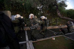 ΕΔΕ για τον τραυματισμό φωτορεπόρτερ από αστυνομικό