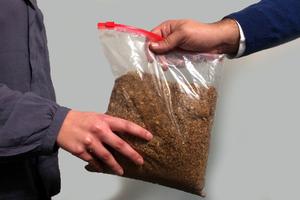 Ανθεί η αγορά του παράνομου καπνού με ένα μόνο κλικ