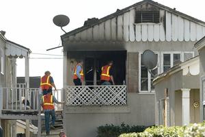 Η μητέρα γεννούσε και τα δύο της παιδιά καίγονταν στο σπίτι