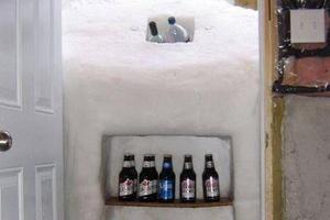 Μετέτρεψε την πόρτα του σε... ψυγείο