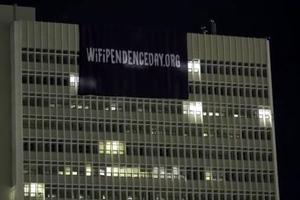 Βίντεο με το πανό στον ΟΤΕ