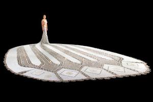Το φόρεμα που 24 γυναίκες δούλευαν για τρία χρόνια
