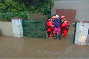 Πλημμύρες σαρώνουν τη νότια Γαλλία
