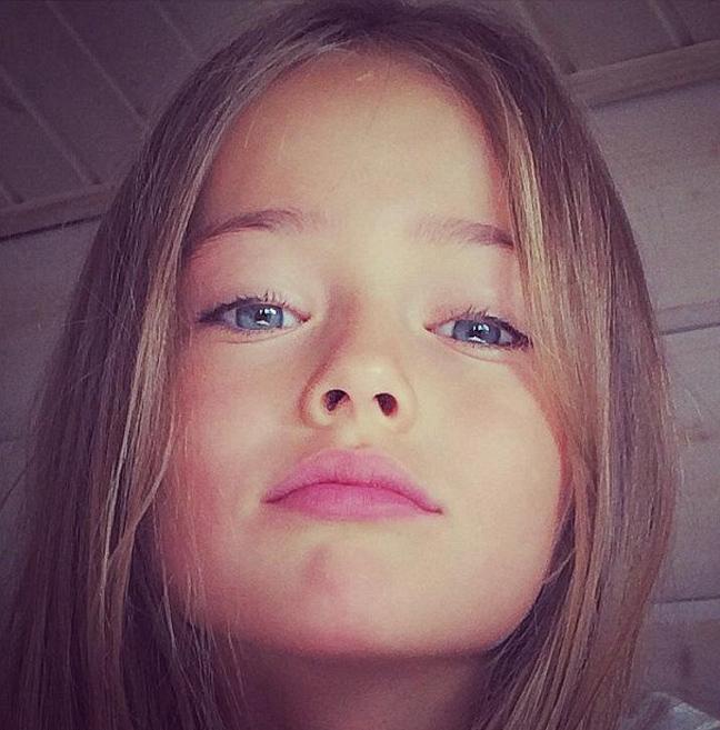 1a669ec8592 Έχει πάνω από 2 εκατομμύρια followers στο Facebook ενώ δεν είναι λίγες οι  φωνές στο διαδίκτυο που κατηγορούν τη την μητέρα του κοριτσιού ότι  διαφημίζει το ...